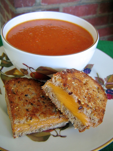 Grilled cheese_tomato soup